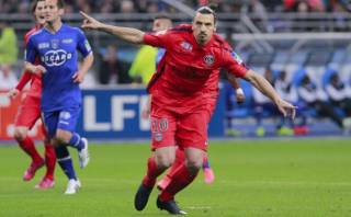 Ibrahimovic: la liga redujo castigo por insultar a Francia