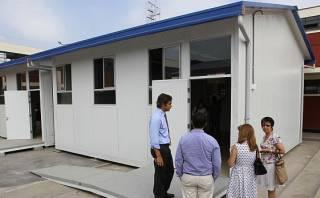 Entregan dos aulas prefabricadas a colegio inicial de Chosica