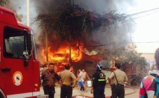 Incendio en Villa El Salvador consumió cuatro viviendas