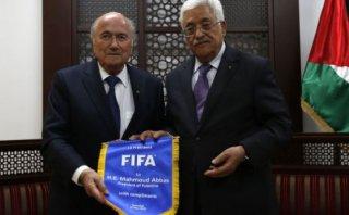 Palestinos insisten a Blatter de suspender a Israel de la FIFA