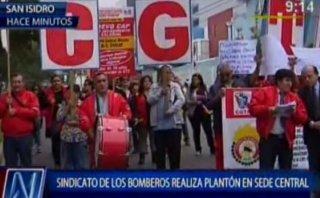 Bomberos: sindicato protesta para pedir aumento salarial