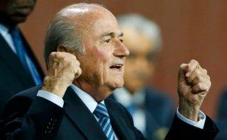 """""""Let's go FIFA"""": Blatter festejó así su cuarta reelección"""