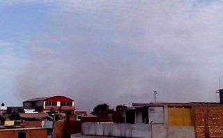 SMP: incendio de basural afecta viviendas en ribera del Rímac