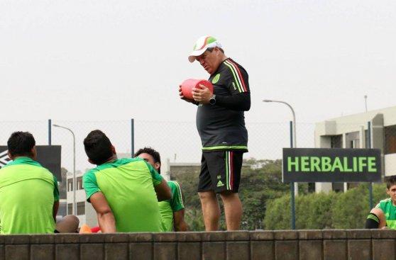México ya entrena para amistoso ante Perú de este miércoles