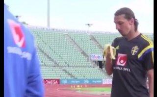 Zlatan Ibrahimovic molestó a periodista con cáscara de plátano