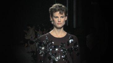 Cavalli y Valentino: vestidos de cuello circular [VIDEO]