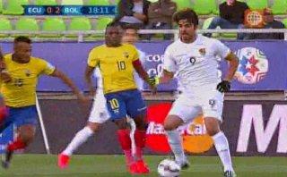 Golazo del sueco Smedberg-Dalence para 2-0 de Bolivia a Ecuador