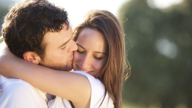 Por estos motivos deberías siempre abrazar a tu pareja