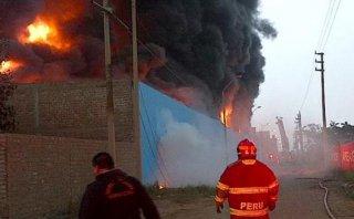 Incendio en Comas: intentaron asaltar una cisterna de Sedapal