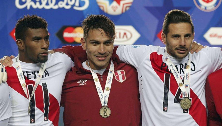 Fotos de la premiación de Perú con las medallas de bronce