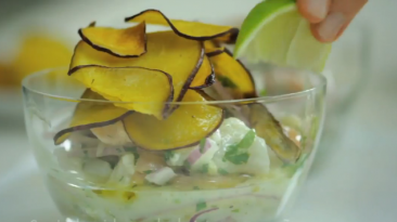 ¿Cómo preparar un fresco y delicioso cebiche mixto? [VIDEO]