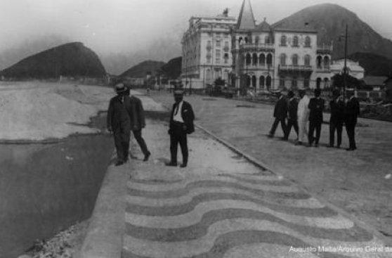 La historia tras los espectaculares mosaicos de Copacabana