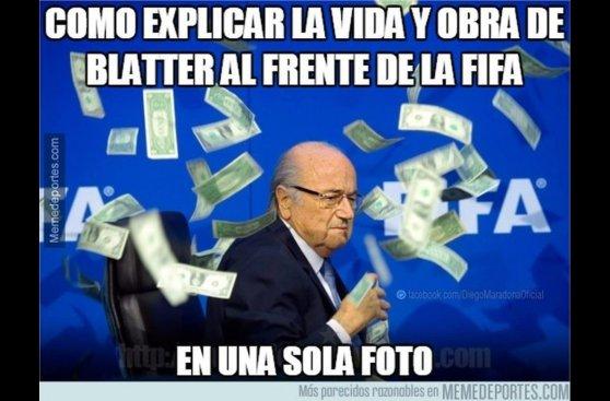 Memes de Blatter sobre el intruso que le lanzó dólares