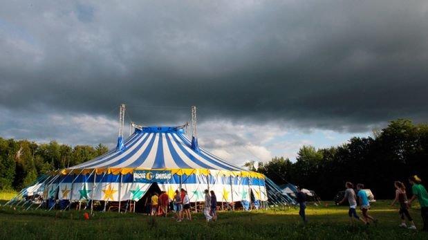Caída de carpa de un circo mata a dos personas en New Hampshire