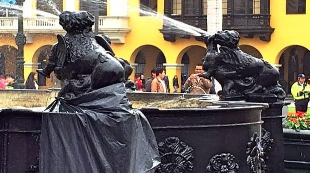 Lima interviene pileta de Plaza de Armas sin permiso de Cultura