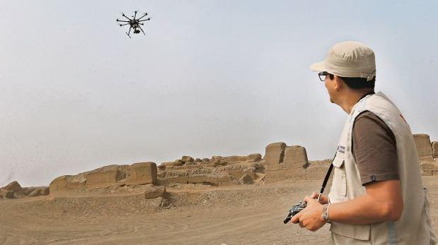 Drones vigilan las huacas desde el aire [CRÓNICA]