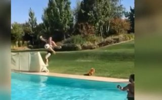 Gareth Bale y la espectacular 'tijera' en una piscina [VIDEO]