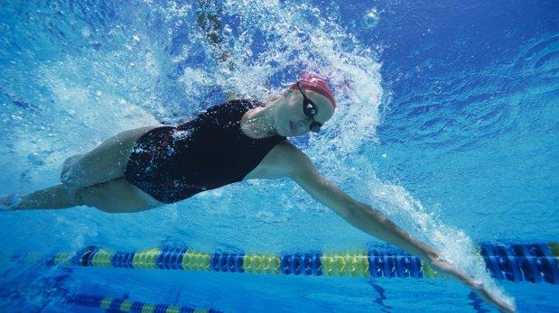 Conoce los beneficios de practicar la natación