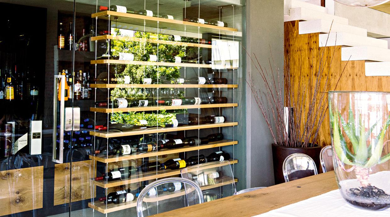 Hermosos estantes para los amantes del vino | Decoración | Casa y ...
