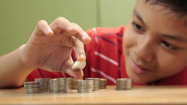 Cómo enseñarles a tus hijos la importancia del ahorro