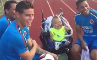 James Rodríguez compartió momento con joven que padece enanismo