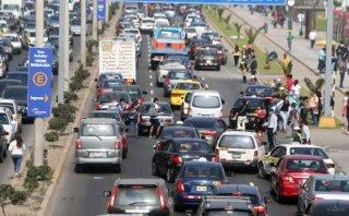 Mistura: caos vehicular ocasiona peleas entre conductores