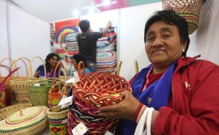 Mistura 2015: artesanas ofrecen hermosas canastas de junco