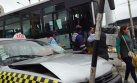 Así quedó un bus del Metropolitano tras chocar con un taxi