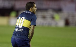 Maradona defendió a Carlos Tevez y alentó a jugador fracturado
