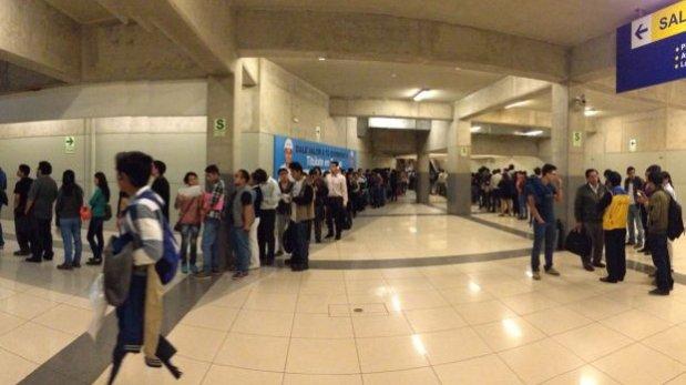 Metropolitano: largas colas para renovar tarjeta universitaria
