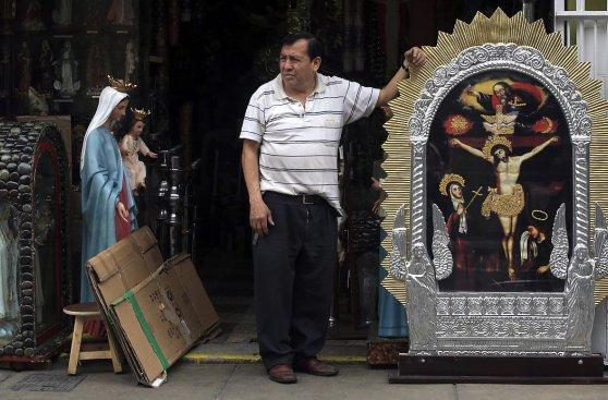 Señor de los Milagros movilizó a miles de fieles en Lima