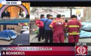 Ate: bomberos pasaron la noche en carpas tras desalojo