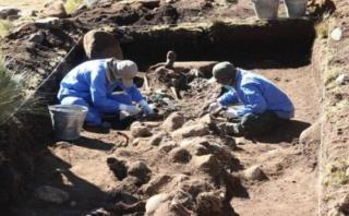 Exhumación en Ayacucho: recuperan restos de 34 niños y adultos