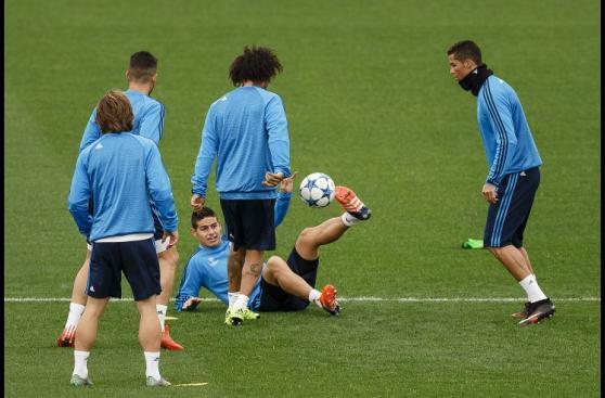 Real Madrid prepara duelo ante PSG con James Rodríguez (FOTOS)