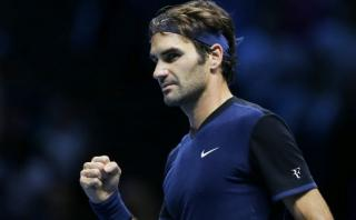 Federer ganó a Djokovic en Masters de Londres y está en semis
