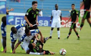 Terrible lesión de hondureño en partido ante México (VIDEO)