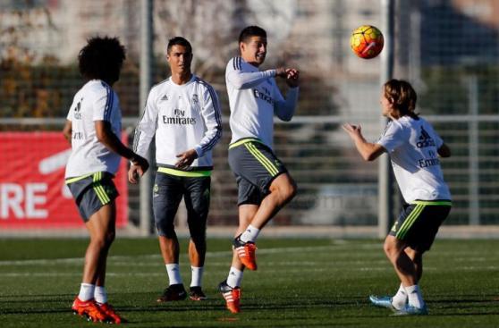 Real Madrid entrenó hoy con James, Benzema y Danilo [FOTOS]
