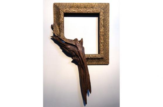Estos marcos fusionan lo elegante y rústico de la madera