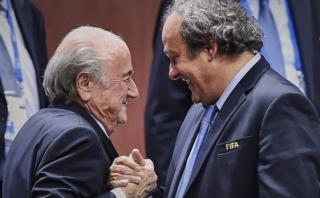 FIFA notificó a Blatter y Platini los motivos de su suspensión