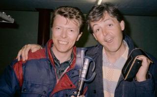 Paul McCartney recordó a David Bowie con una foto de 1985
