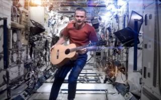 Cover de David Bowie en el espacio llega a 27 mllns. de vistas