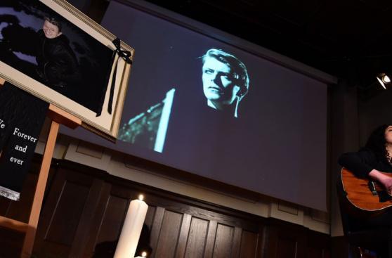 David Bowie: fans lo despiden con tributo en Berlín [FOTOS]