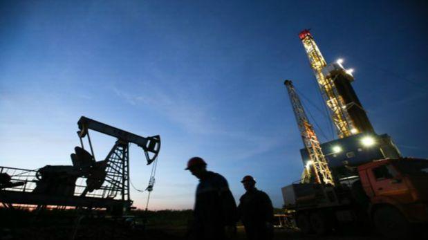 Sobreoferta de petróleo se triplica y presiona a la OPEP