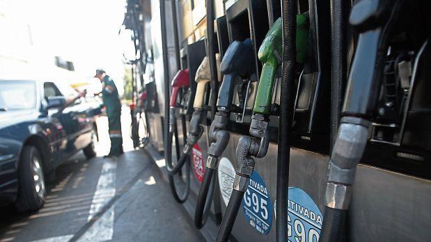 Dólar habría impedido que precio del combustible siga cayendo