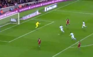 Luis Suárez recibió genial pase de Messi y marcó este gol