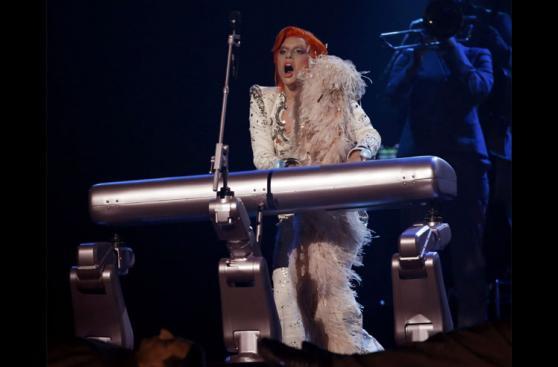 El homenaje de Lady Gaga a David Bowie en el Grammy [FOTOS]