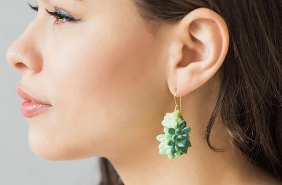 998451a5a57b ... Estas piezas de joyería están hechas con plantas reales