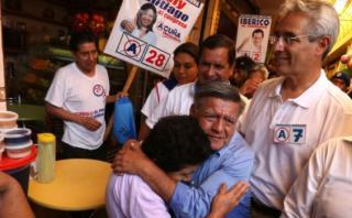 Andrade descarta renunciar a candidatura con partido de Acuña