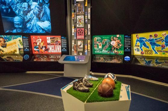 Da un paseo por la historia del fútbol en el museo de la FIFA