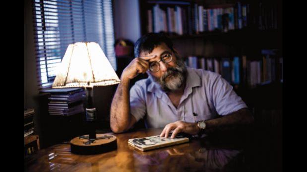 """Renato Sandoval: """"Aquí seguimos viendo la poesía como un gasto"""""""